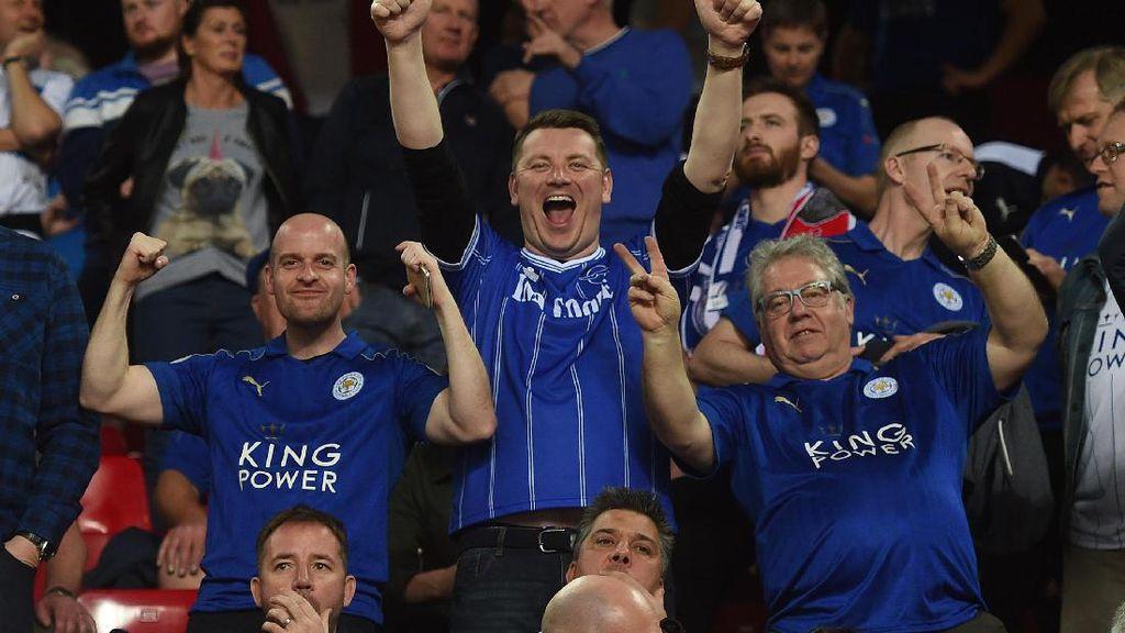 Momen Bentrokan Suporter Leicester dengan Polisi