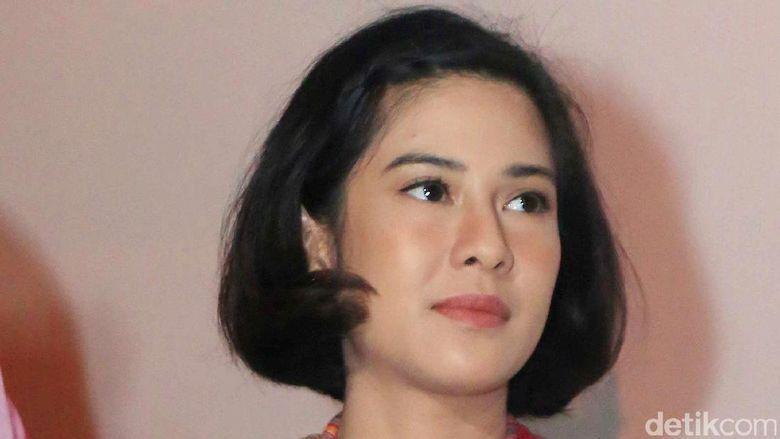 Heboh Video Dian Sastro Tepis Tangan Fans, Hanung Bramantyo Minta Maaf