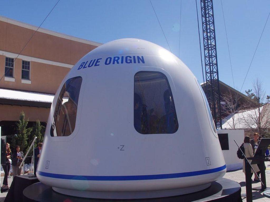 Jeff Bezos Pamer Kendaraan ke Luar Angkasa