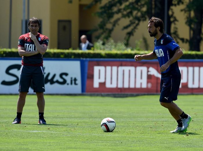 FLORENCE, ITALY - JUNE 08:  Head coach Antonio Conte (L) and Andrea Pirlo during an Italy training session at Coverciano on June 8, 2015 in Florence, Italy.  (Photo by Claudio Villa/Getty Images)