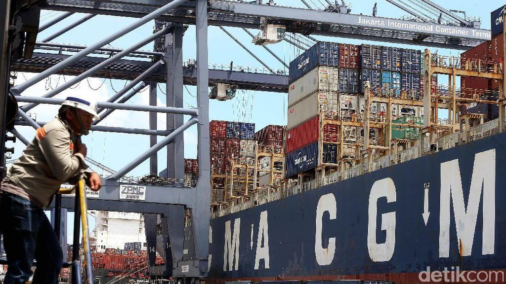 Lebih Dekat dengan Kapal CMA-CGM Titus