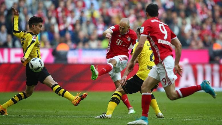 Lewandowski Dua Gol, Bayern Hajar Dortmund 4-1