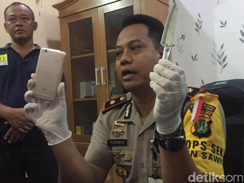 Ini Pisau yang Dipakai Hermawan Todong Penumpang Angkot di Jaktim