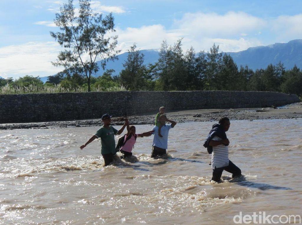 Bertualang ke Sungai Malibaka, Bisa Lihat Timor Leste