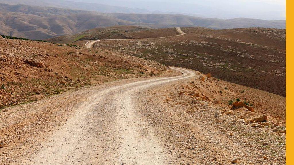Kisah Perempuan yang Bersepeda dari London ke Iran
