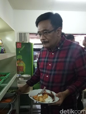 Makan Siang di Warung, Djarot Bikin Geger Mahasiswa Binus
