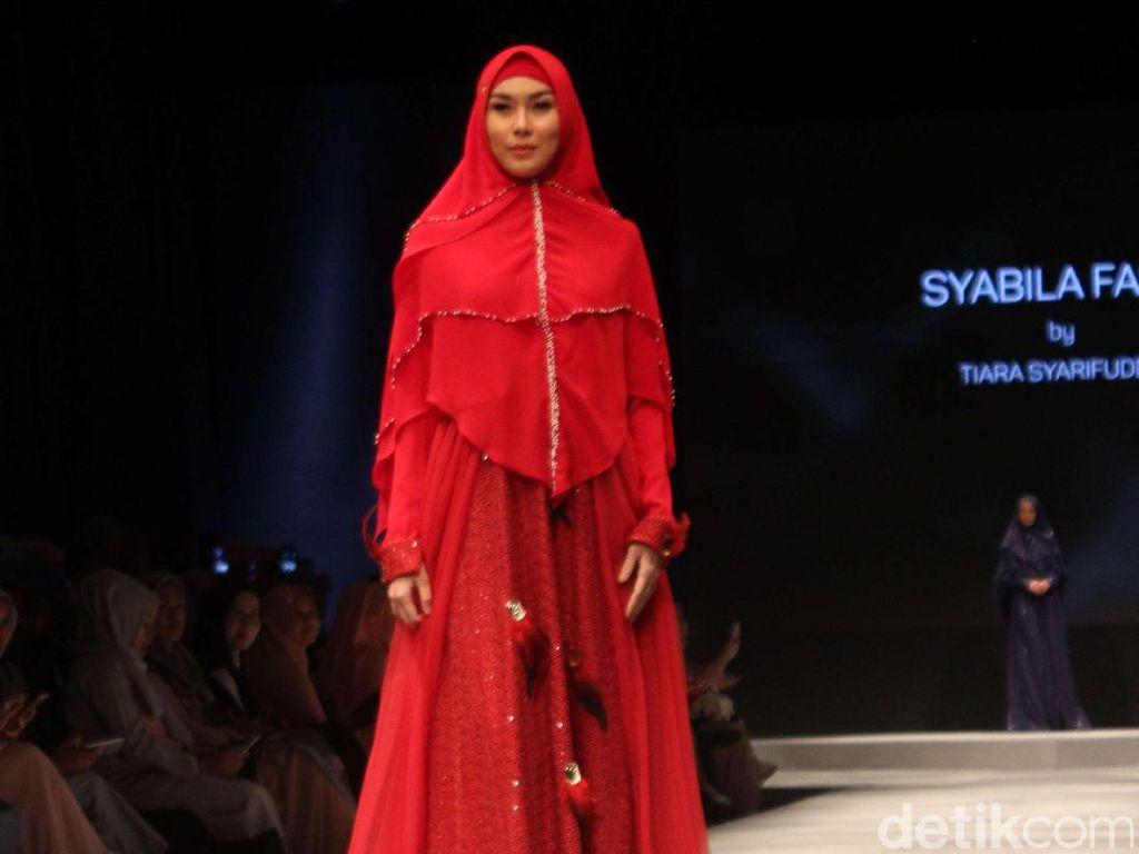 6 Desainer Tampilkan Koleksi Inspiring Syari di Muslim Fashion Festival