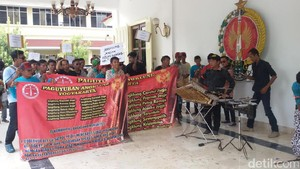 Seniman Angklung di Yogyakarta Tolak Razia Penertiban