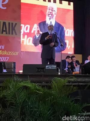 Mahasiswa dan Jemaah Sesaki Kampus Unhas Ikuti Ceramah Zakir Naik