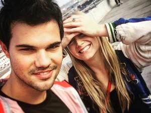 Taylor Lautner dan Putri Carrie Fisher Kepergok Ciuman Saat Liburan