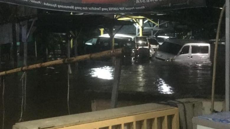 Diguyur Hujan Sejak Sore, Ini Titik Lokasi Banjir di Jakarta