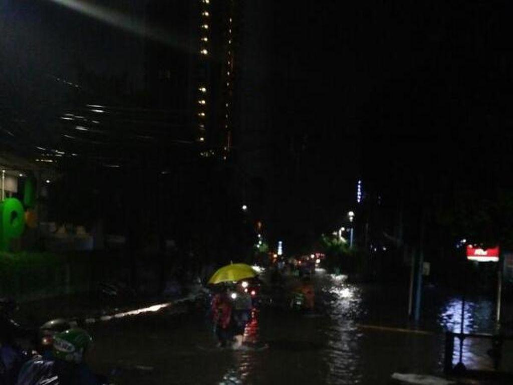 Taman Kemang Jaksel Kebanjiran, Unit Damkar Dikerahkan