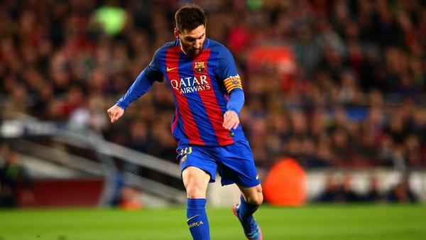 Kaki Kiri Messi yang Amat Mengancam Gawang Buffon