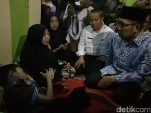 Sumringahnya Fahri, Bocah Kelainan Tulang Dijenguk Ridwan Kamil