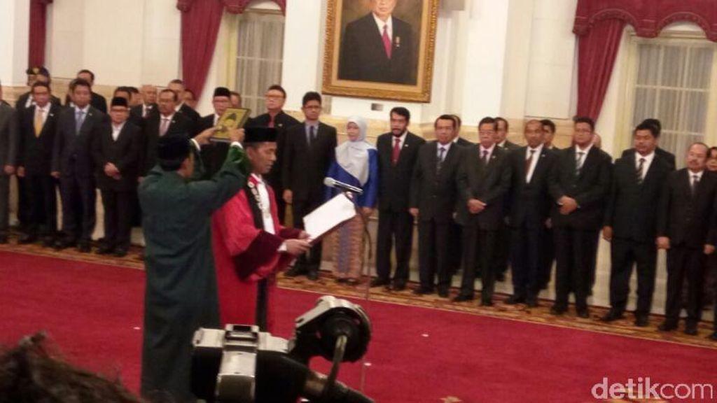 Jadi Hakim MK, Saldi Isra Mundur dari Komisaris PT Semen Padang
