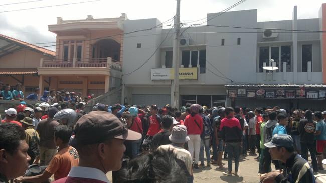 Massa Rusak Kantor PerusahaanLeasing di Garut