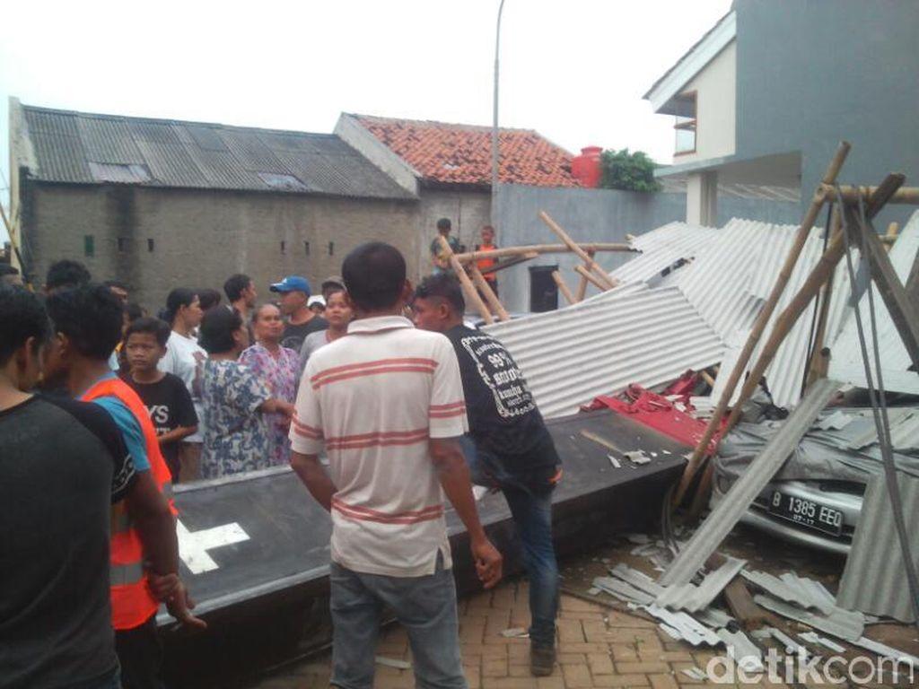 Jasa Marga Ganti Rugi Mobil yang Tertimpa Crane di GT Kebon Nanas