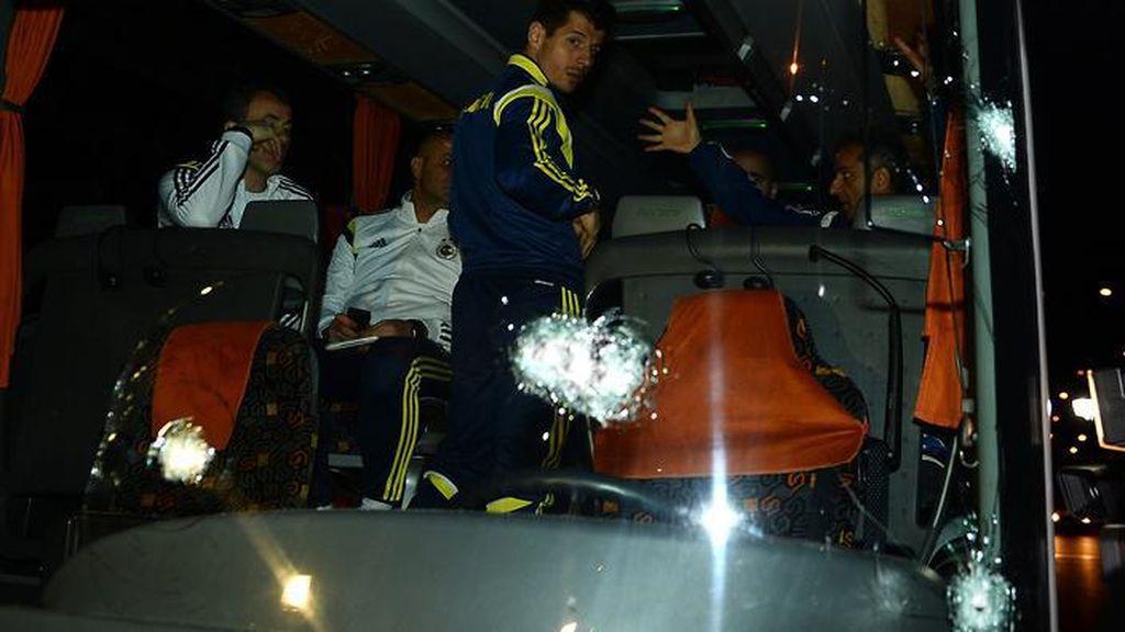 Teror di Sepakbola: Berondongan Peluru ke Bus Sampai Ledakan di Dortmund