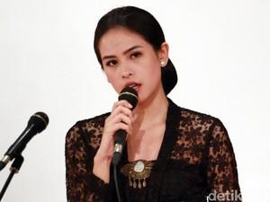 Penampilan si Cantik Maudy Ayunda Saat Bacakan Naskah Kartini
