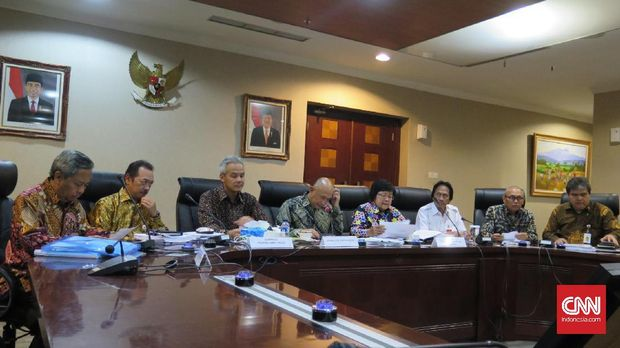 Rapat soal semen Kendeng yang diantaranya dihadiri oleh Kepala KSP Teten Masduki, Menteri LHK Siti Nurbaya, dan Gubernur Jawa Tengah Ganjar Pranowo, di Jakarta, 2017.
