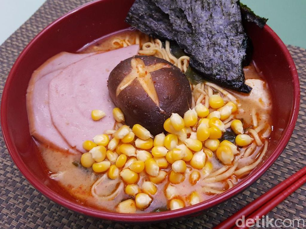 Mau Makan yang Gurih Mengenyangkan? Bikin Saja Ramen Miso yang Pedas Ini