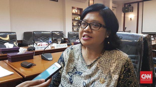 Komisioner Kompolnas Poengky Indarti masuk Tim Gabungan kasus teror Novel Baswedan. (CNN Indonesia/Martahan Sohuturon)