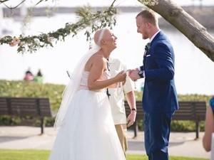Viral, Pengantin Wanita yang Tampil Botak di Hari Pernikahan