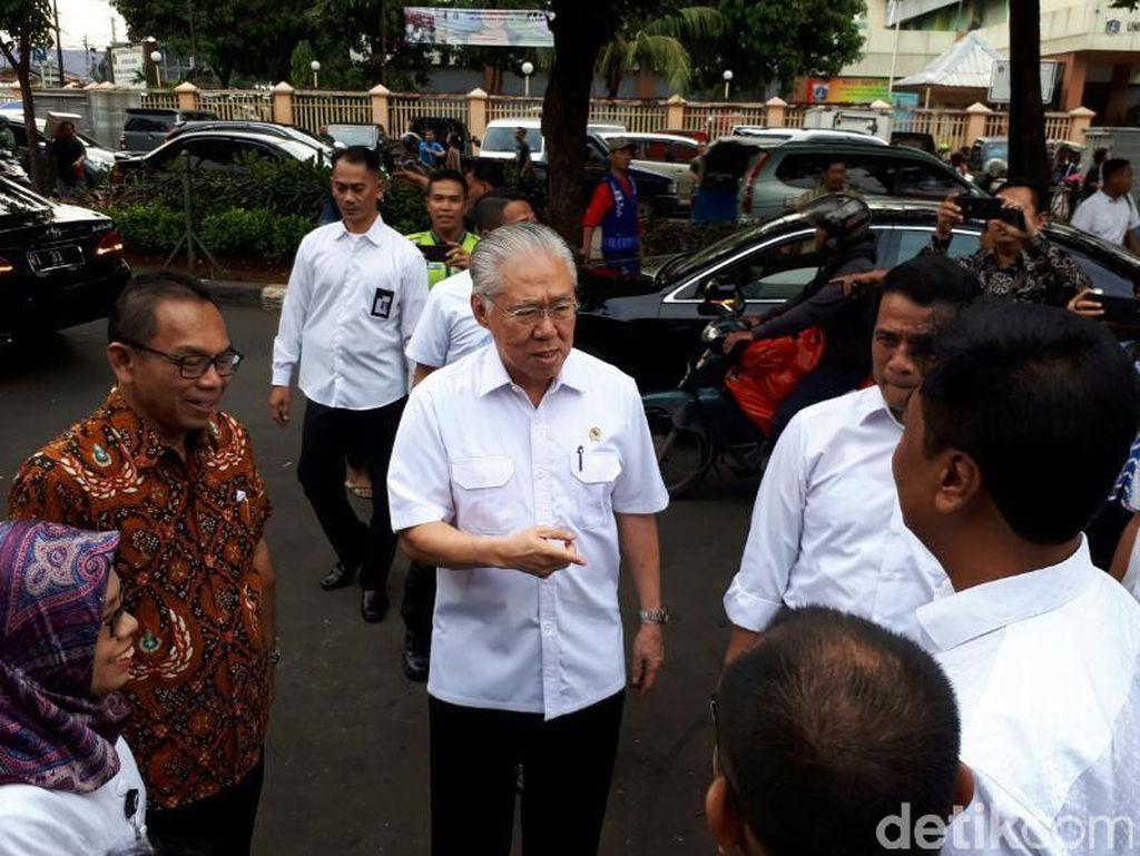 Cerita 2 Menteri Jokowi Blusukan Pasar Sejak Pagi