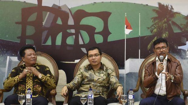 Politikus PPP Achmad Baidowi (tengah), di geudng DPR, Jakarta, beberapa waktu lalu.
