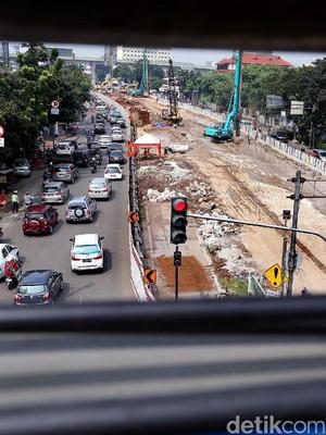 Imbas Pembangunan Underpass, Jalan Mampang Menyempit
