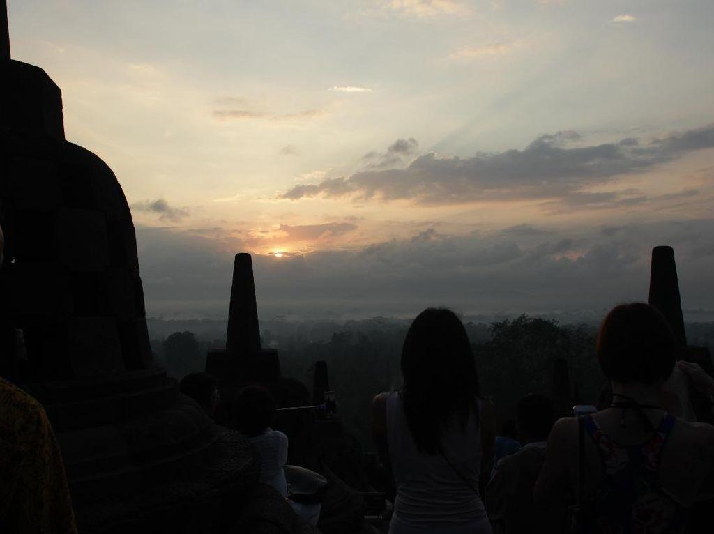 Sunrise Candi Borobudur yang Mendunia