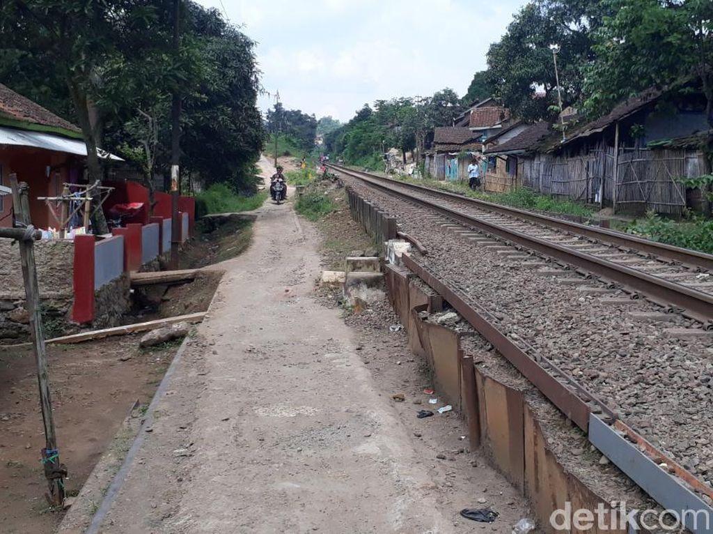 Wanita di Bandung Tertabrak Kereta Saat Asyik Selfie