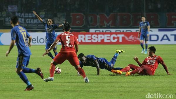 Skor Kacamata di Laga Persib vs Arema FC