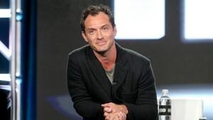 Jude Law Akan Perankan Dumbledore Muda dalam Fantastic Beasts 2