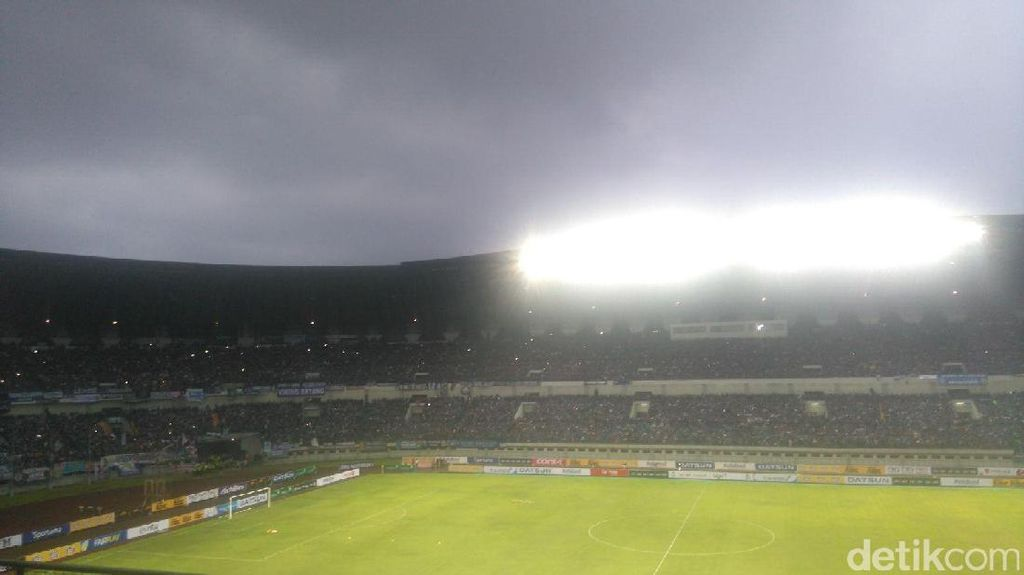 Jelang Kick-Off Liga 1, Nyanyian Bobotoh Menggema di Stadion GBLA