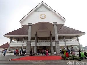 Megahnya Masjid Raya KH Hasyim Asyari