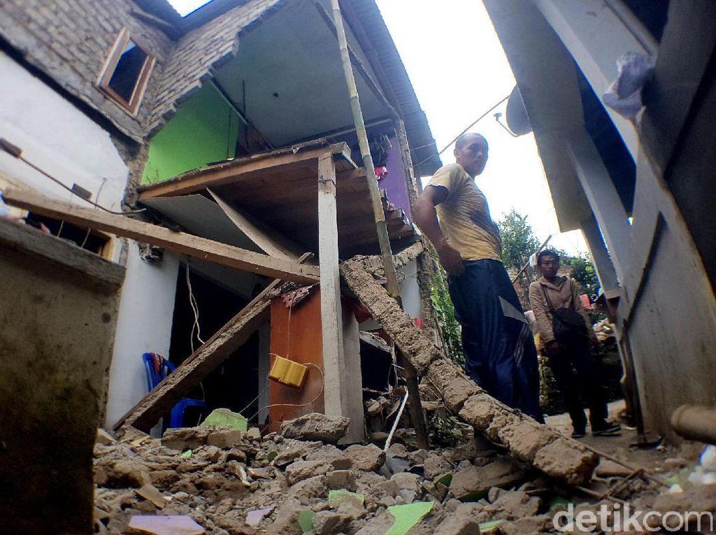 Tabung Gas Meledak, Sebuah Rumah di Sukabumi Hancur