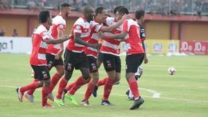 Tandai Debut Bersama Madura United, Odemwingie Cetak Satu Gol