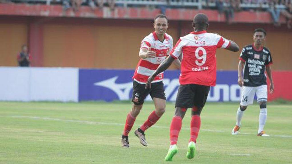 Menelisik Peran Peter Odemwingie untuk Madura United