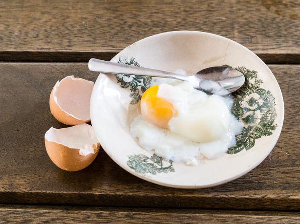 Kamu Suka Telur Setengah Matang? Enak Sih, Tapi Kenali Bahayanya