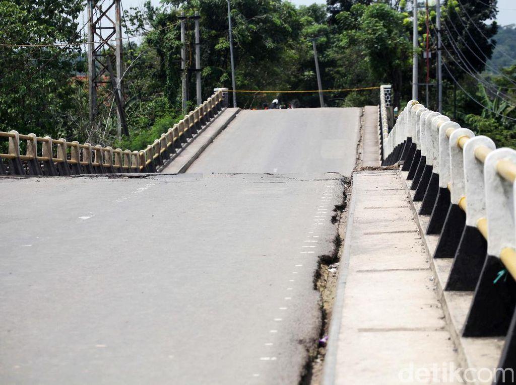 Begini Kondisi Jembatan Cipamingkis yang Patah di Bogor