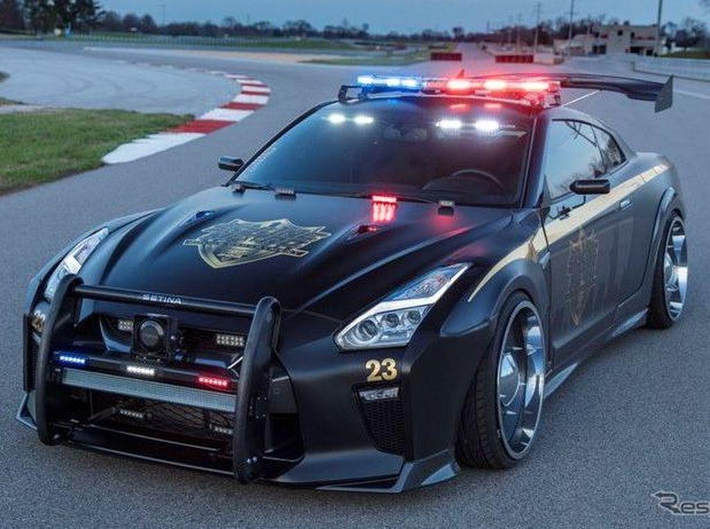 Mobil Polisi Nissan GT-R