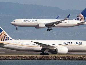 United Airlines Tak Akan Lagi Keluarkan Penumpang Demi Stafnya