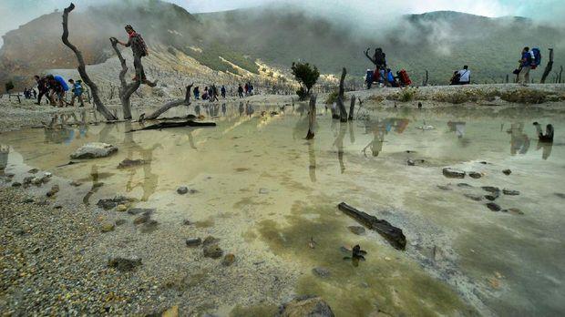 Salah satu area di Gunung Papandayan yang digarap jadi area wisata.