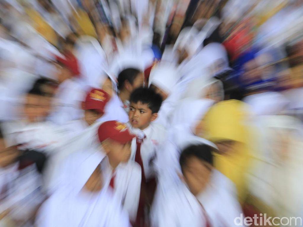 Ribuan Siswa SD dan SMP Ramaikan Rampak Buku di Bandung
