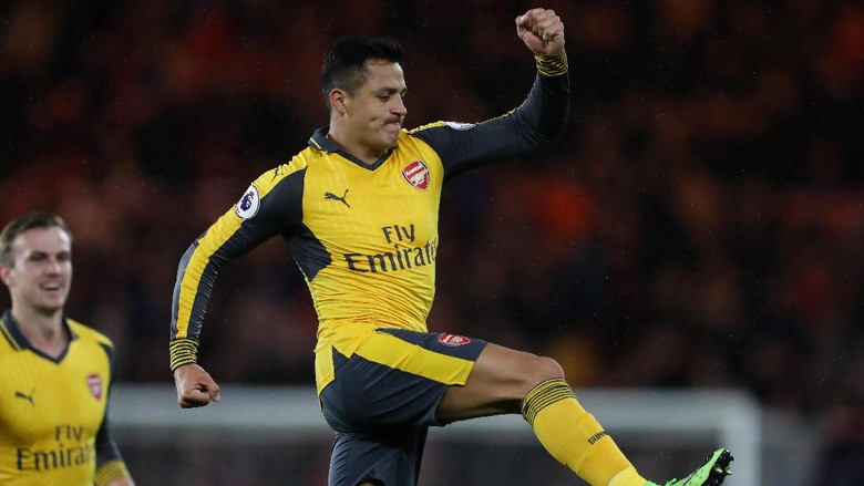 Alexis Sanchez Dekati Rekor Adebayor di Arsenal