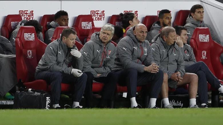 Arsenal Pakai Formasi Tiga Bek, Ini Penjelasan Wenger