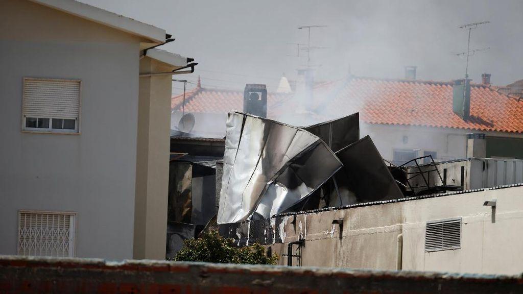 Pesawat Ringan Tabrak Gudang di Portugal, 5 Orang Tewas