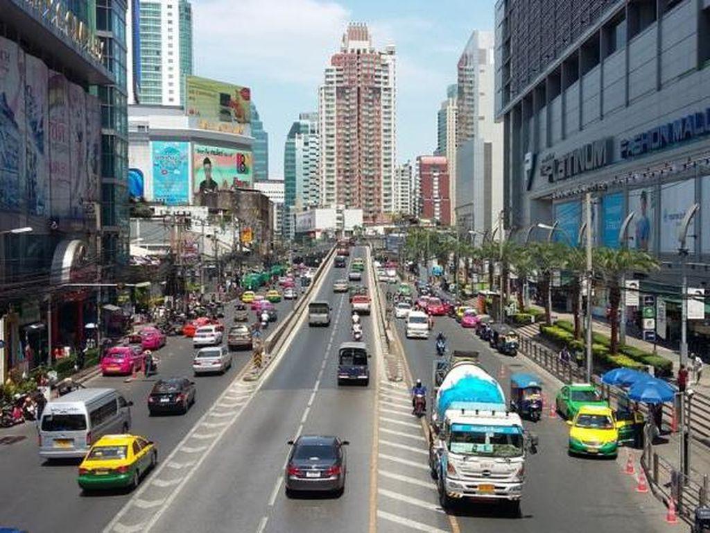 Berkeliling Kota Bangkok yang Istimewa