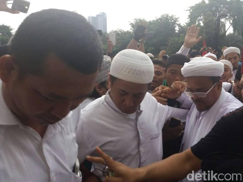 Habib Rizieq ke Istiqlal, Disambut Takbir Peserta Tamasya Al Maidah